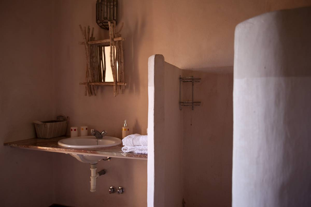 An Authentically Shabby Chic Bathroom